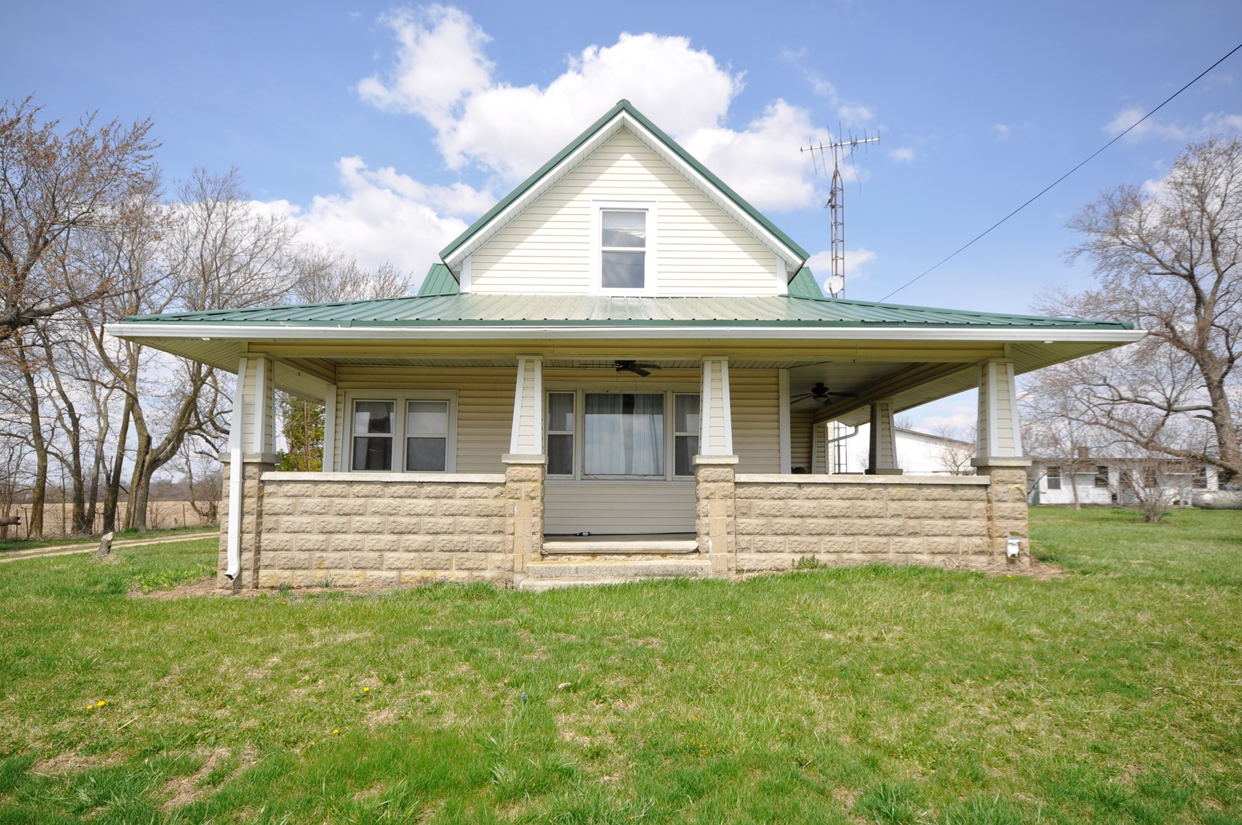 Country Home for Sale Ridgeville, IN