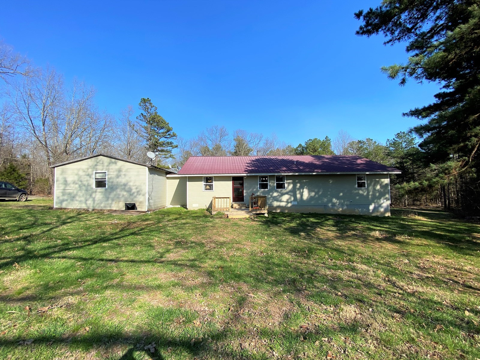 Private Setting - Country Home - Wooded Land in Missouri