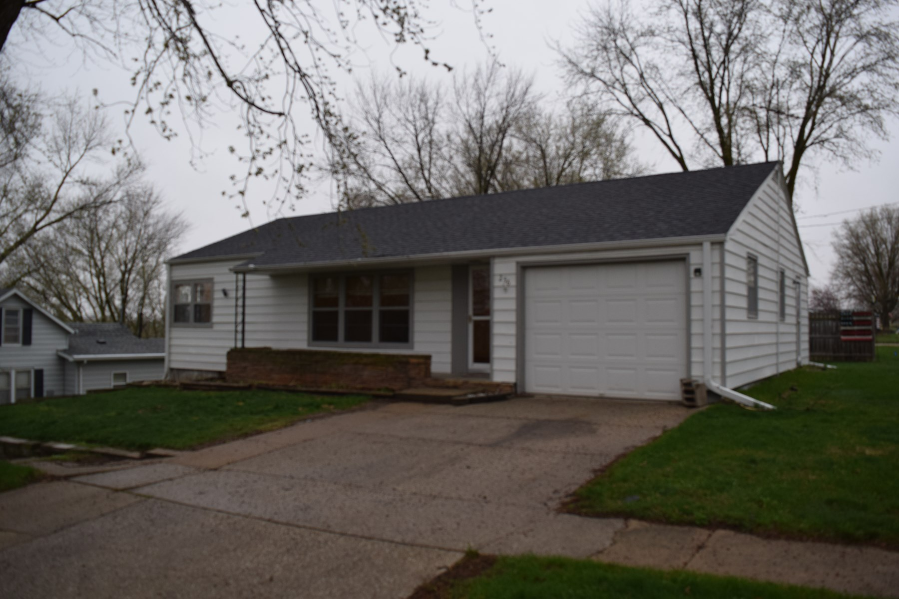 Ranch-Style Home, Walk-out Basement, Earling, IA, Shelby Co.