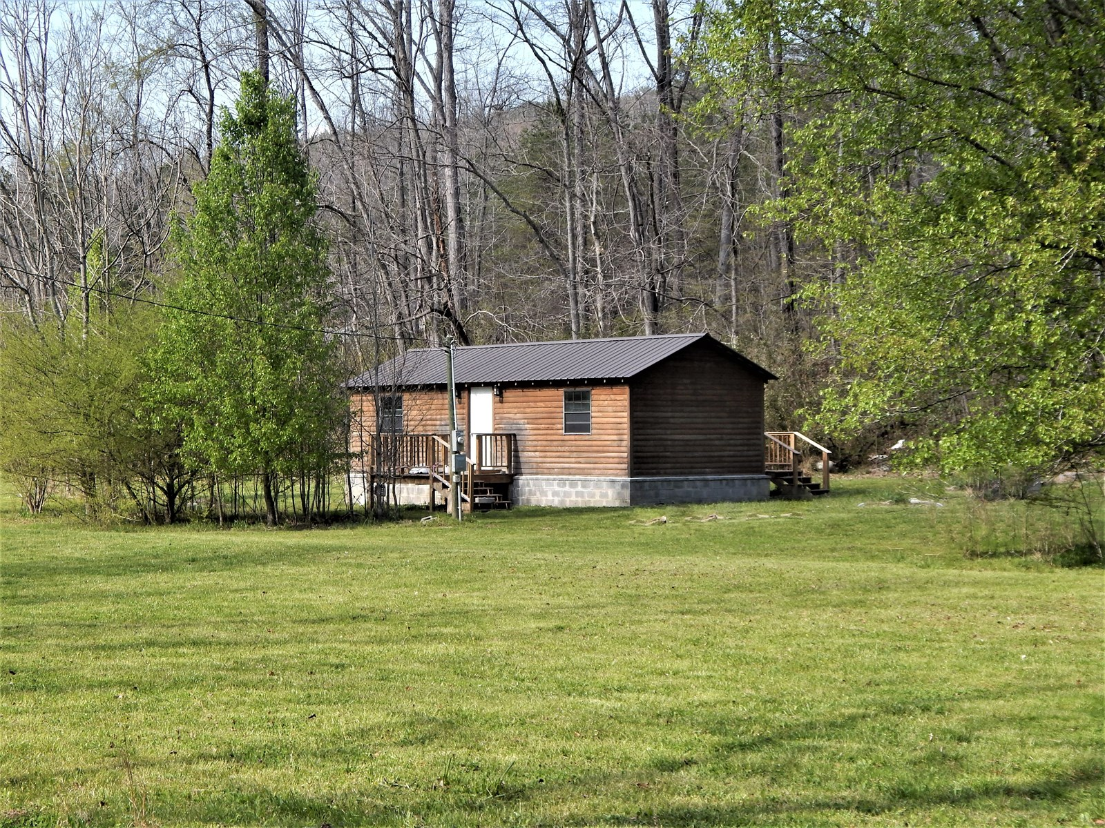 TENNESSEE CABIN ON 2.11 ACRES WITH A CREEK!