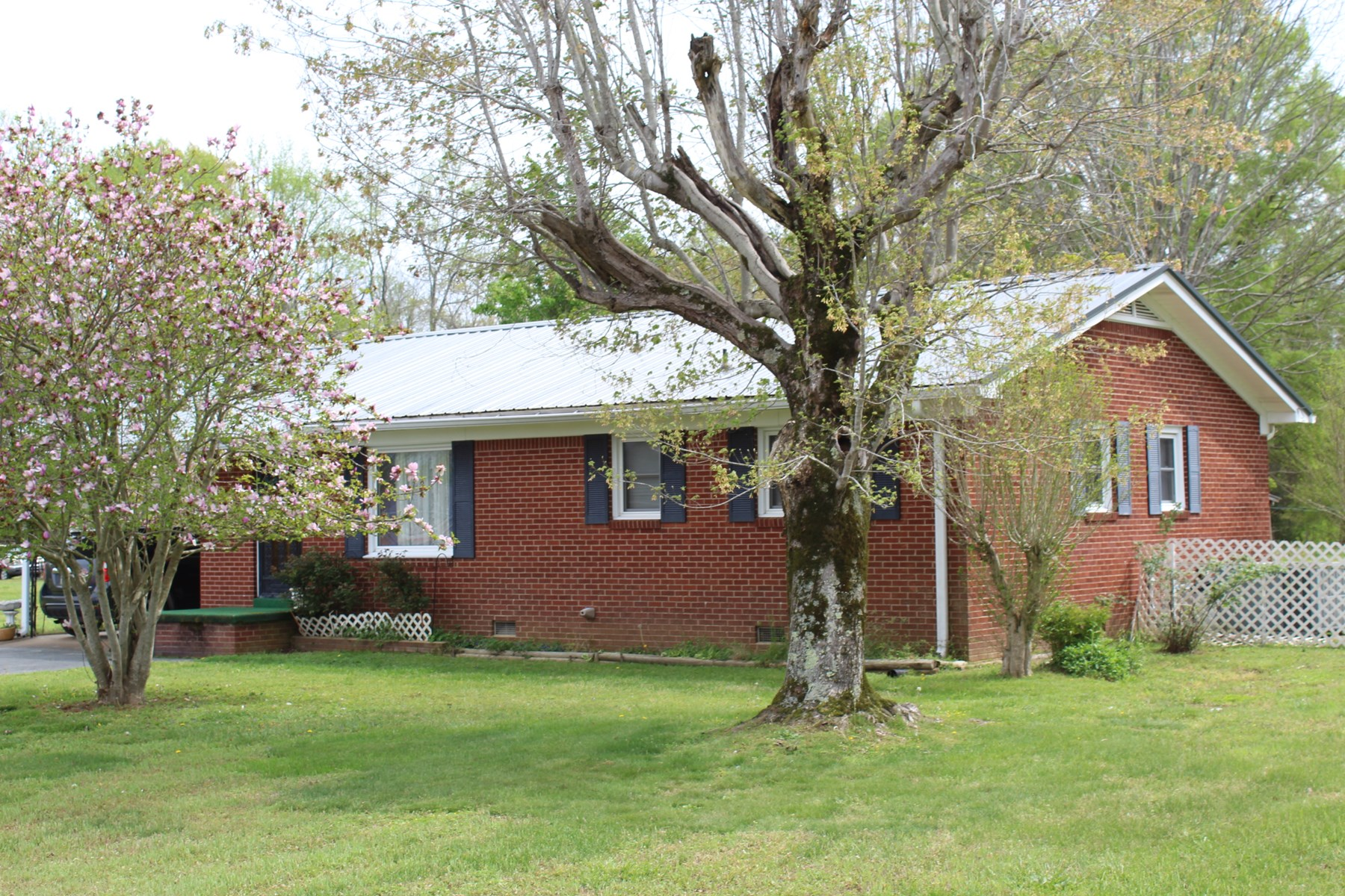 3 BEDROOM HOME FOR SALE IN TN WITH FRUIT TREES & STORAGE BLD