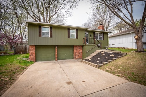 Home for Sale in Oak Grove, MO