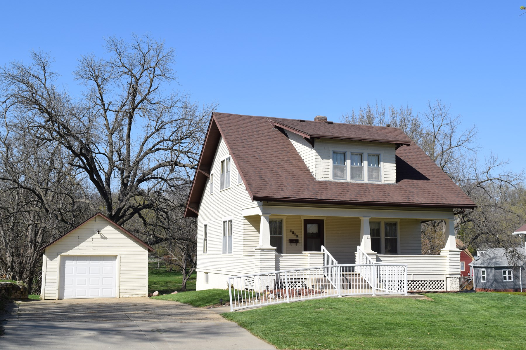 3 BR Craftsman home on .69 Acres in Harlan, IA, Shelby Co.