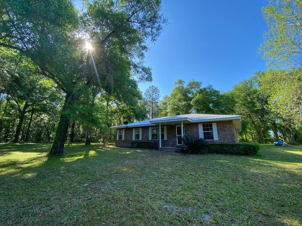 BEAUTIFUL COUNTRY HOME IN NEWBERRY FLORIDA!