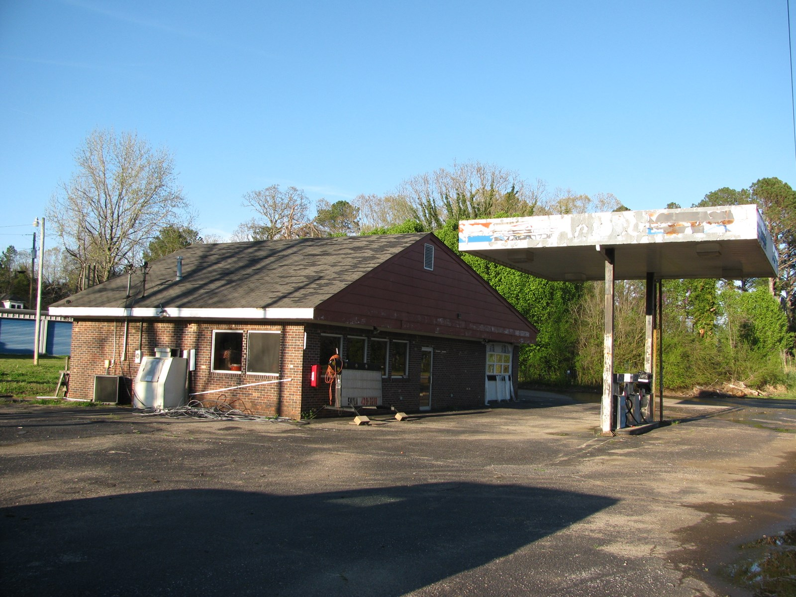 BUSINESS FOR SALE IN STANTONVILLE, TN WITH STORAGE BUILDINGS