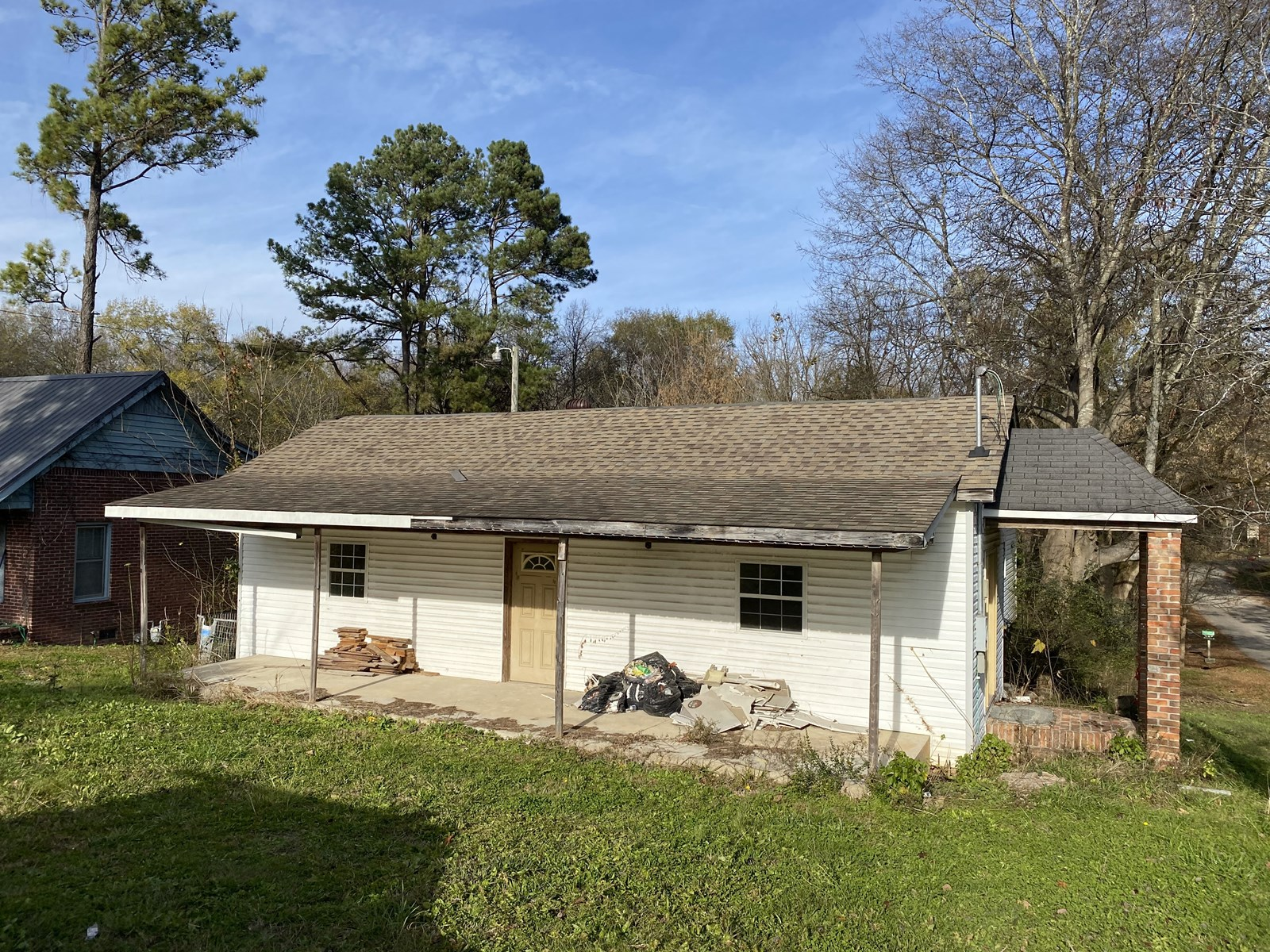 OLD HOME FOR SALE IN TN, WATER, ELECTRICITY, CITY SEWER