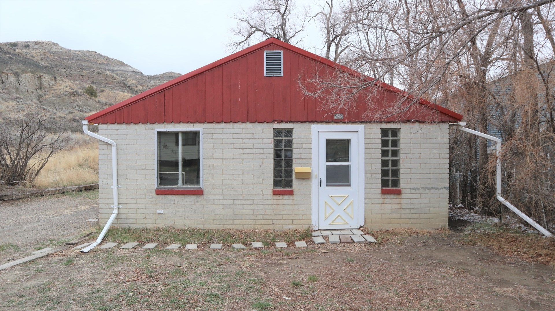 Updated, Low Maintenance Home in Quiet Cul De Sac
