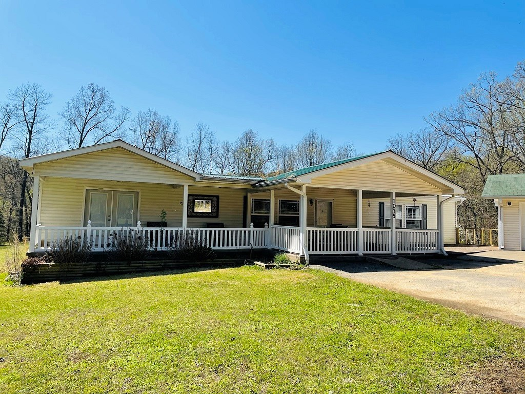 HOME FOR SALE WITH ACREAGE ON YEAR ROUND CREEK!