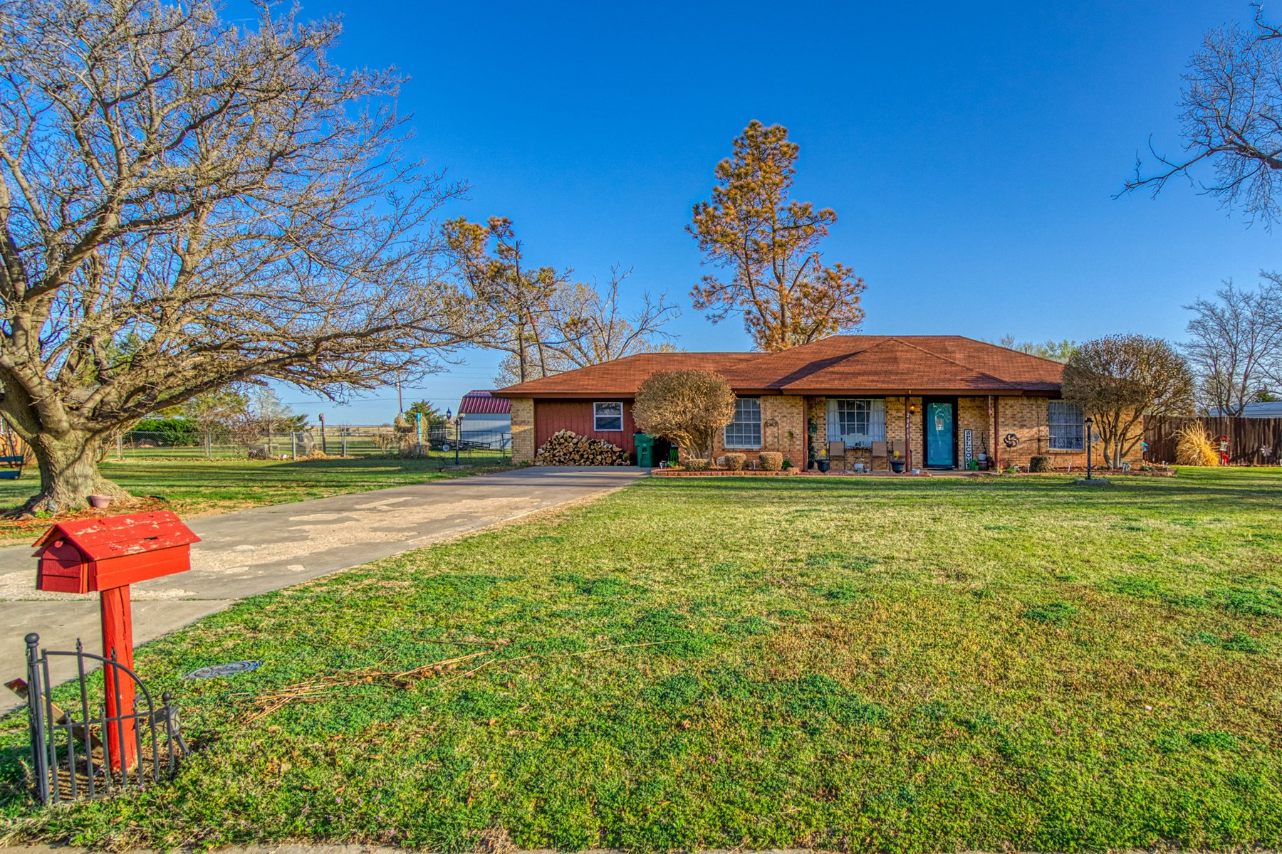 COUNTRY HOME ON SMALL ACREAGE