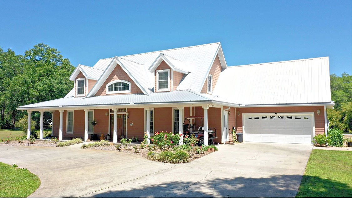 GORGEOUS COUNTRY HOME ON 10 ACRES IN CHIEFLAND FLORIDA!