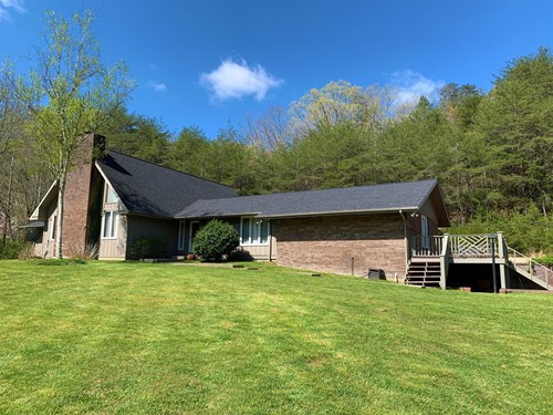 COUNTRY HOME ON 26+/- ACRES / PASTURE / CREEK - LIBERTY, KY.