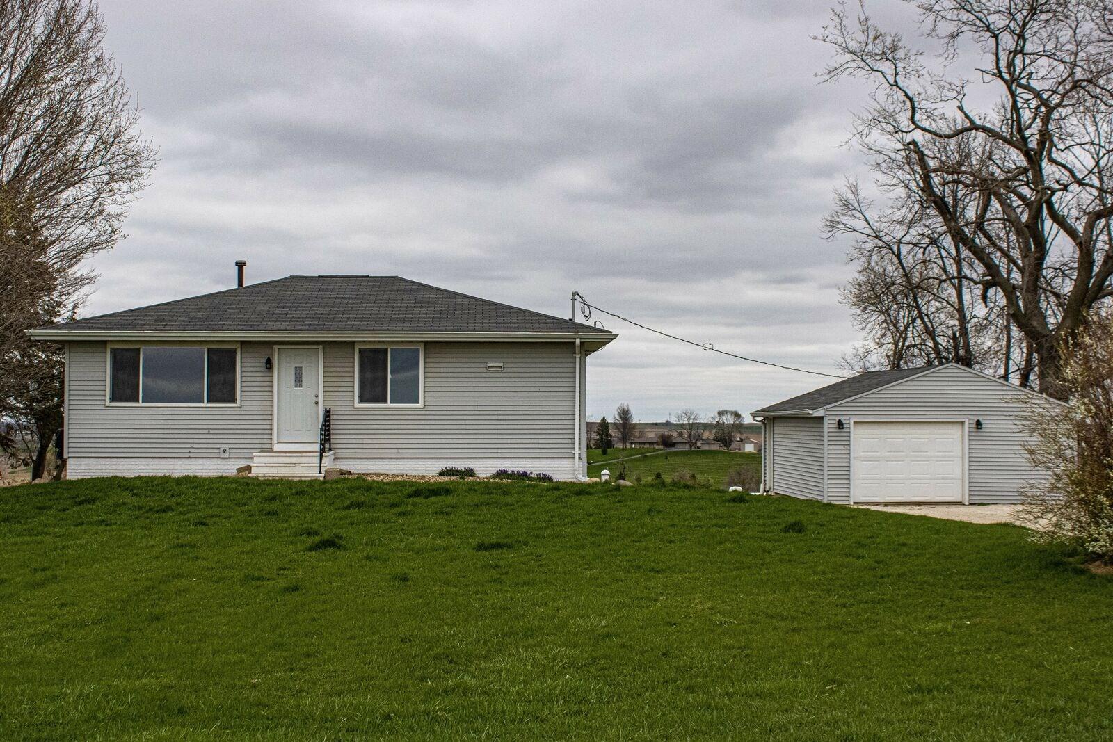 Country Home for Sale Linn County Iowa