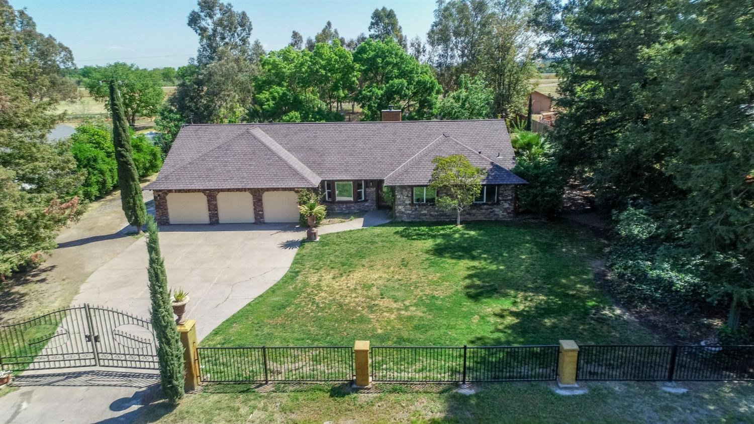 Sacramento Country Home on 1 Acre For Sale