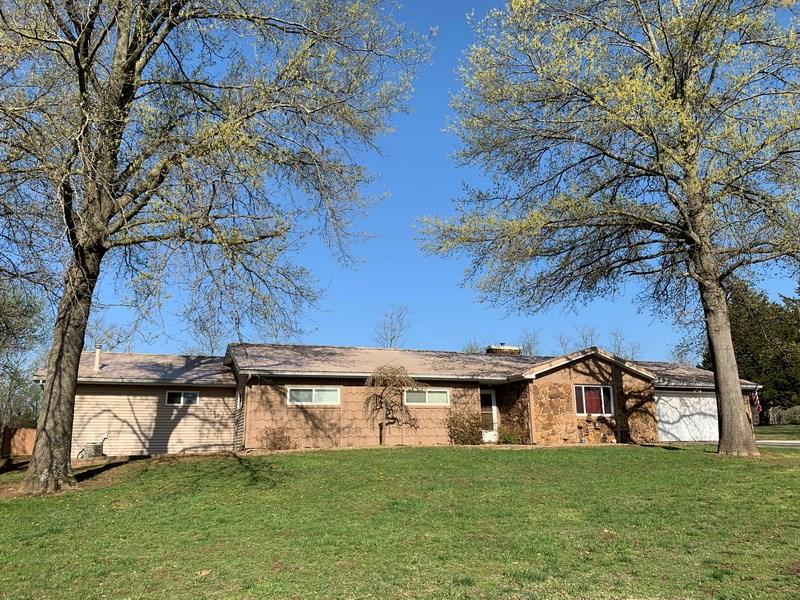 Country Home and Acreage For Sale in El Dorado Springs, MO