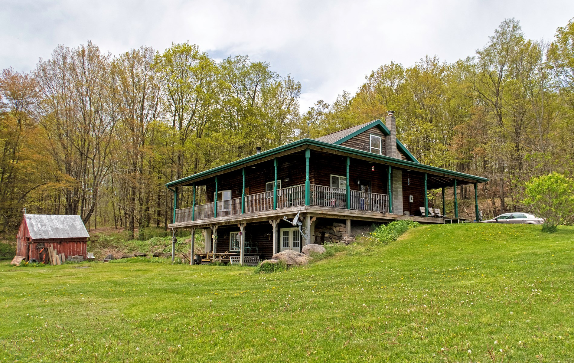 Country Log Home Retreat in Upstate New York