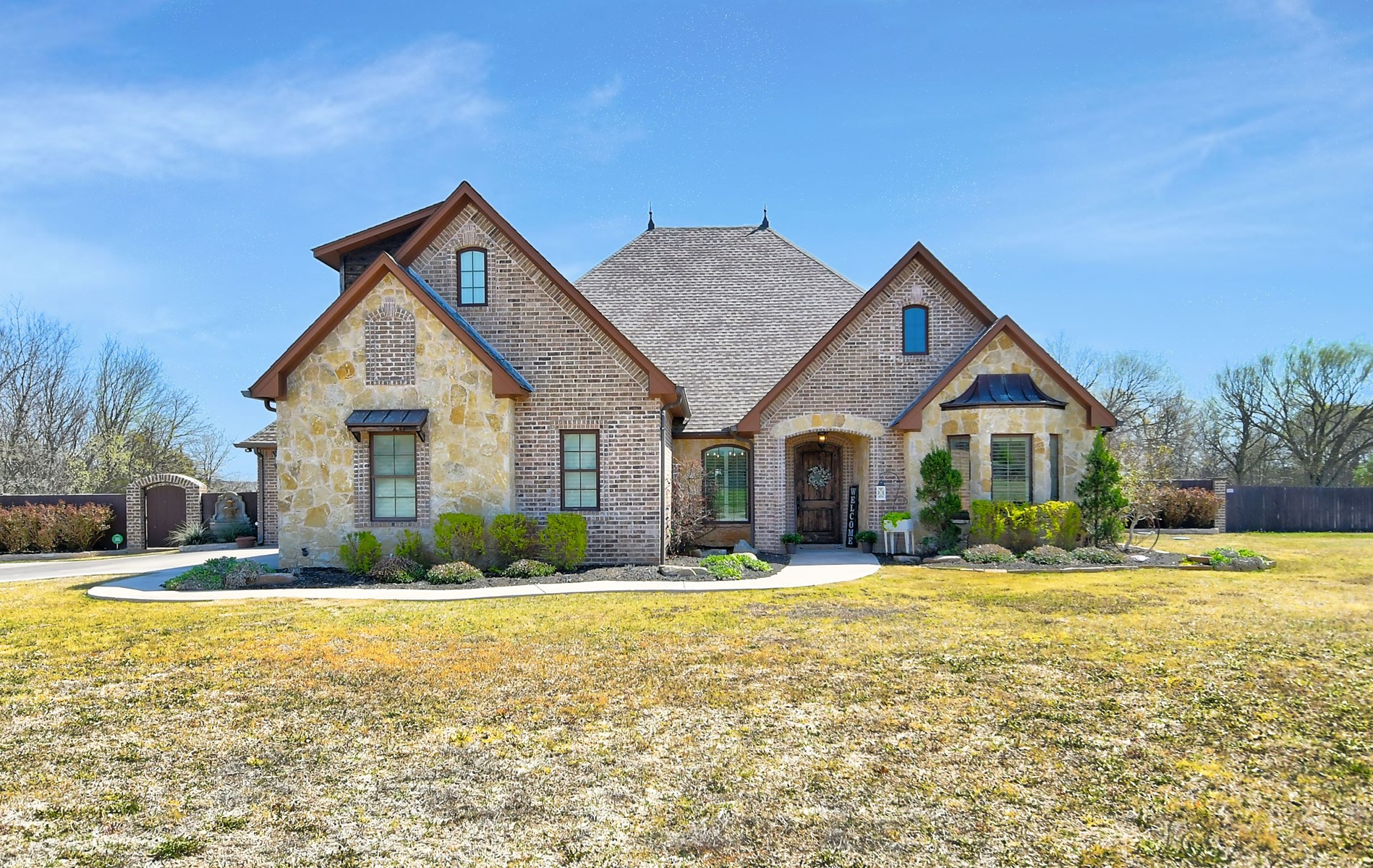 SOUTHERN OKLAHOMA CUSTOM BUILT HOME IN GATED COMMUNITY