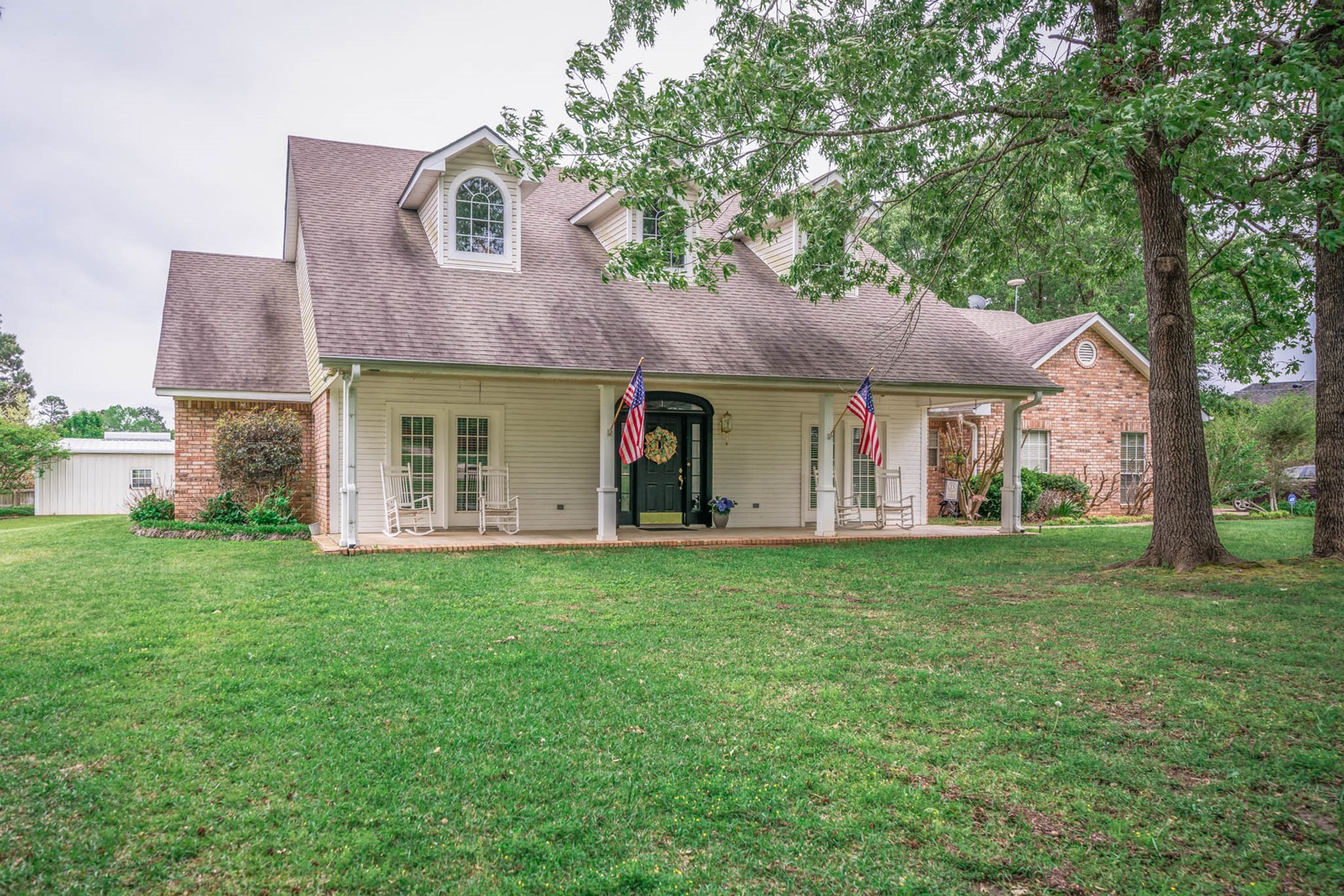 COUNTRY HOME FOR SALE LONGVIEW TEXAS COMMUNITY LAKE
