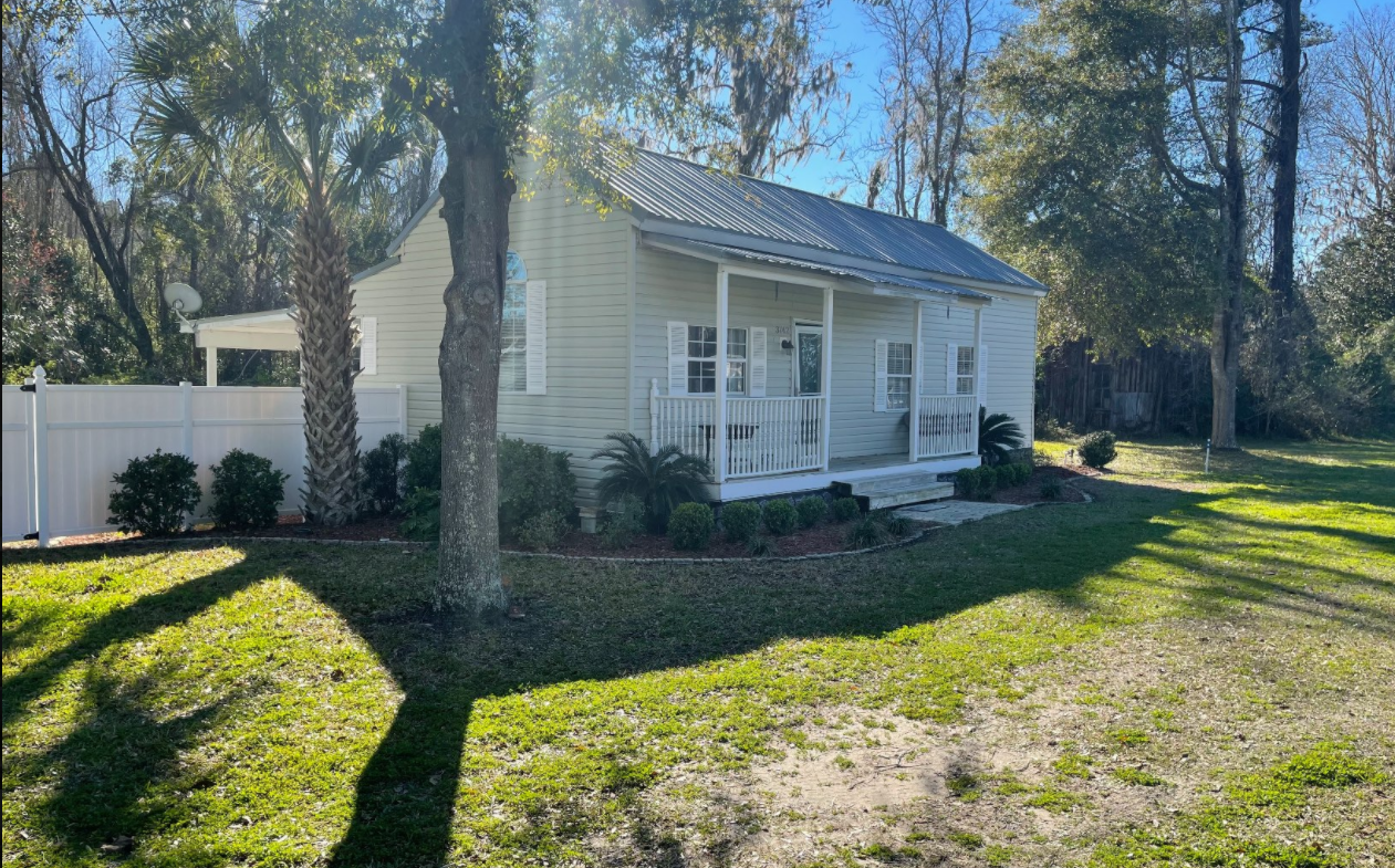 Cute Country Home For Sale in Wellborn, Florida