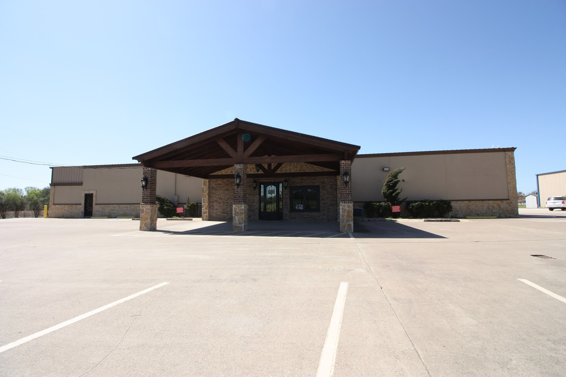 Commercial Building For Sale in Freestone County, Texas