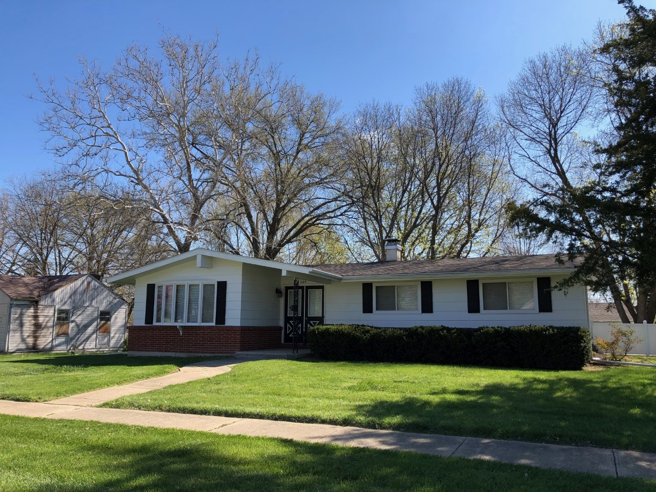 For Sale Home On Corner Lot Open Floor Plan Chillicothe, MO