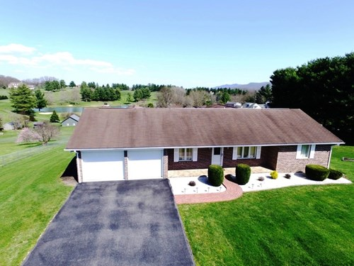 Single Level home overlooking golf course in Wytheville, VA