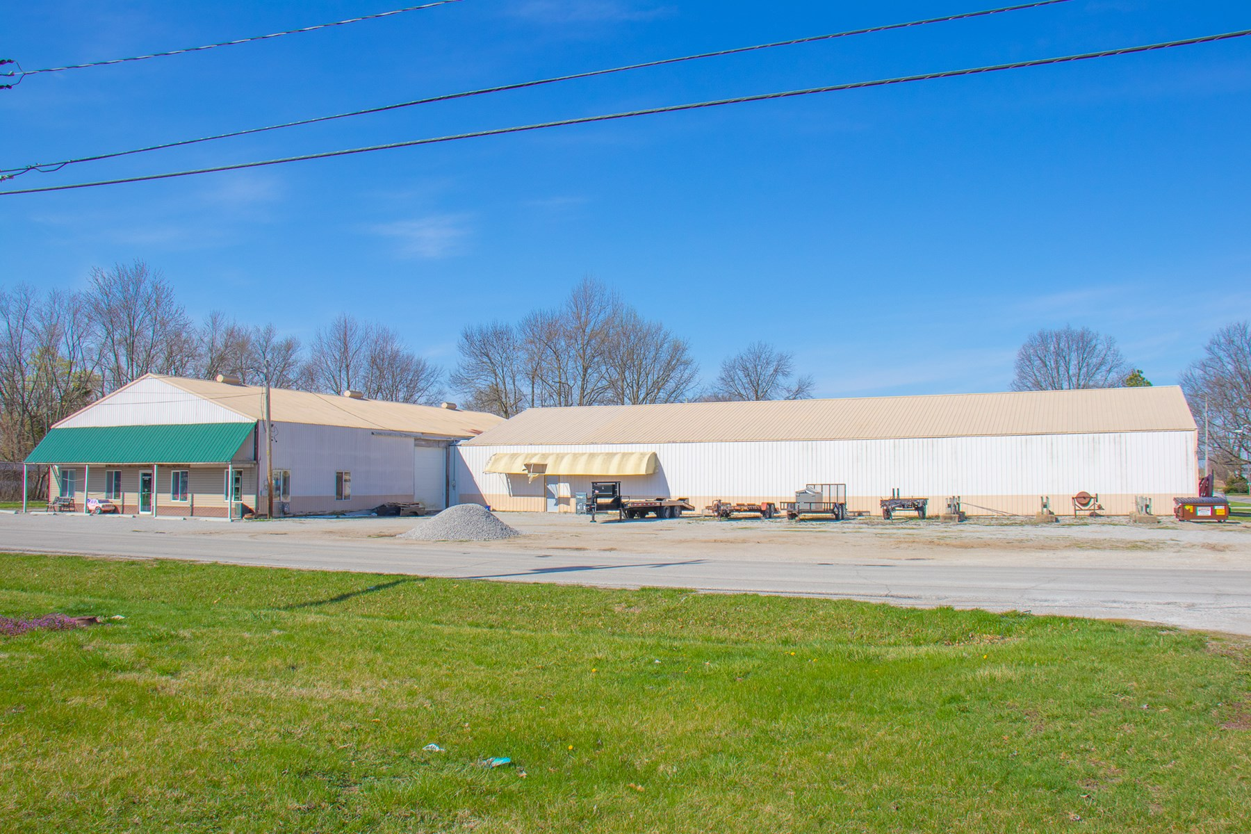 Large Commercial Building For Sale in Carlinville