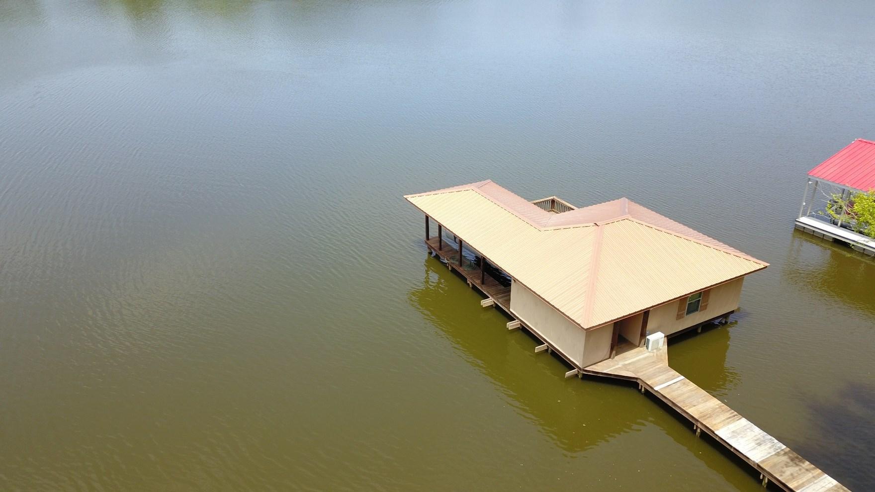 1/2 ACRE BOATHOUSE LOT IN WATER RIDGE ON LAKE PALESTINE!
