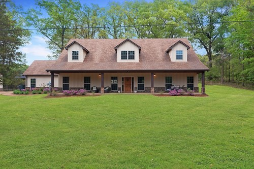 Modern Country Farmhouse for sale with shop near Jackson TN