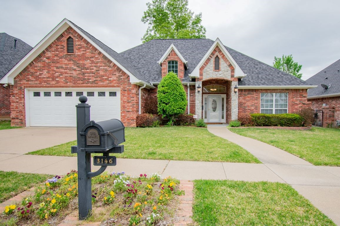 BEAUTIFUL FAMILY HOME IN DESIRABLE SOUTH TYLER FOR SALE