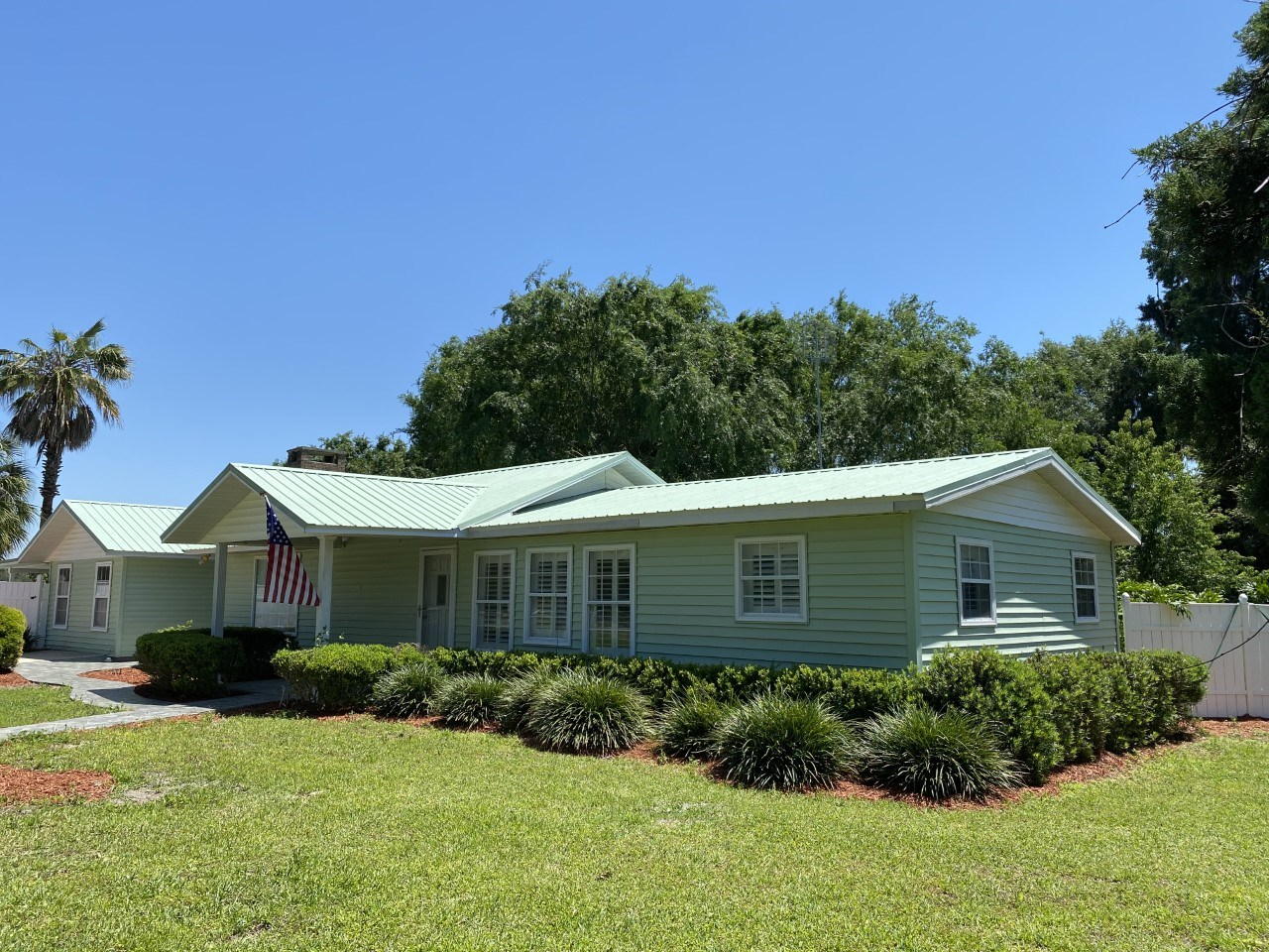 FOR SALE IN BELL, FL - 2/1 WELL-MAINTAINED HOME WITH A POOL