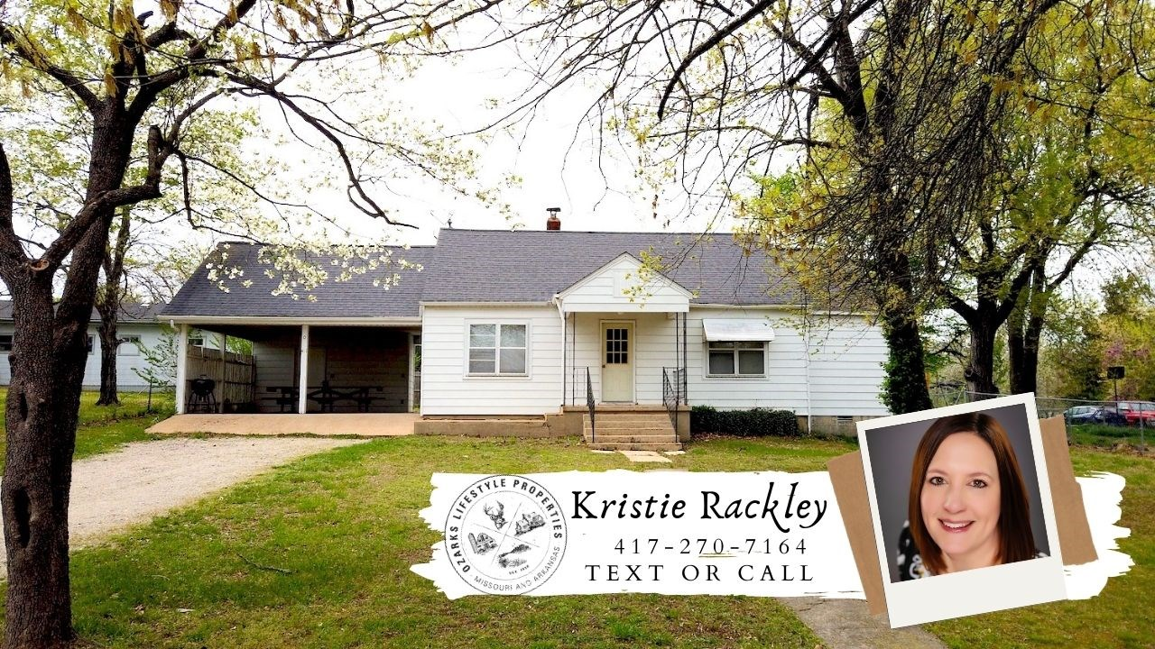 Home in Town for Sale in Alton, MO