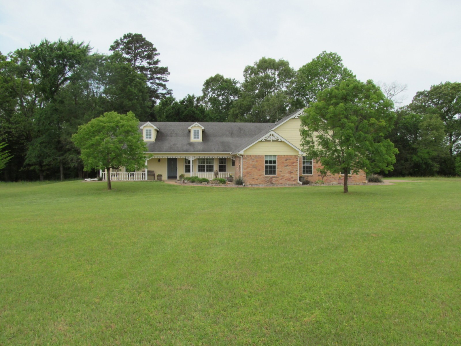 EAST TEXAS COUNTRY HOME ON 23 ACRES - 2 PONDS - 40X60 SHOP