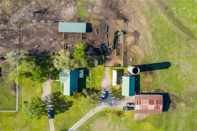 COUNTRY HOME ON 20 ACRES FOR SALE IN PRYOR, OKLAHOMA