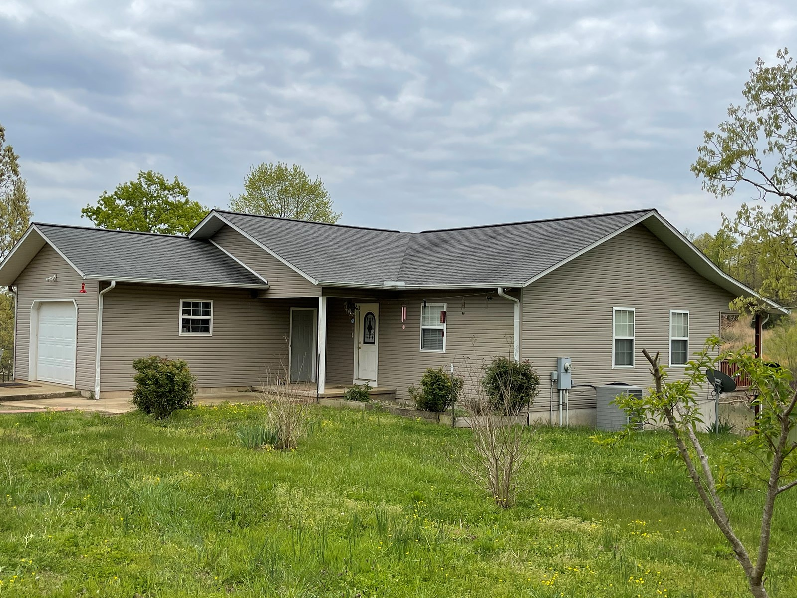 home on 77+ acres w/large lake for sale in Arkansas