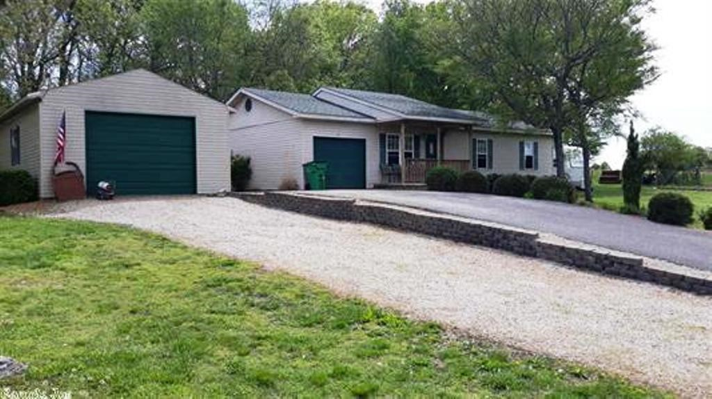 Well kept home in Ash Flat, AR for sale
