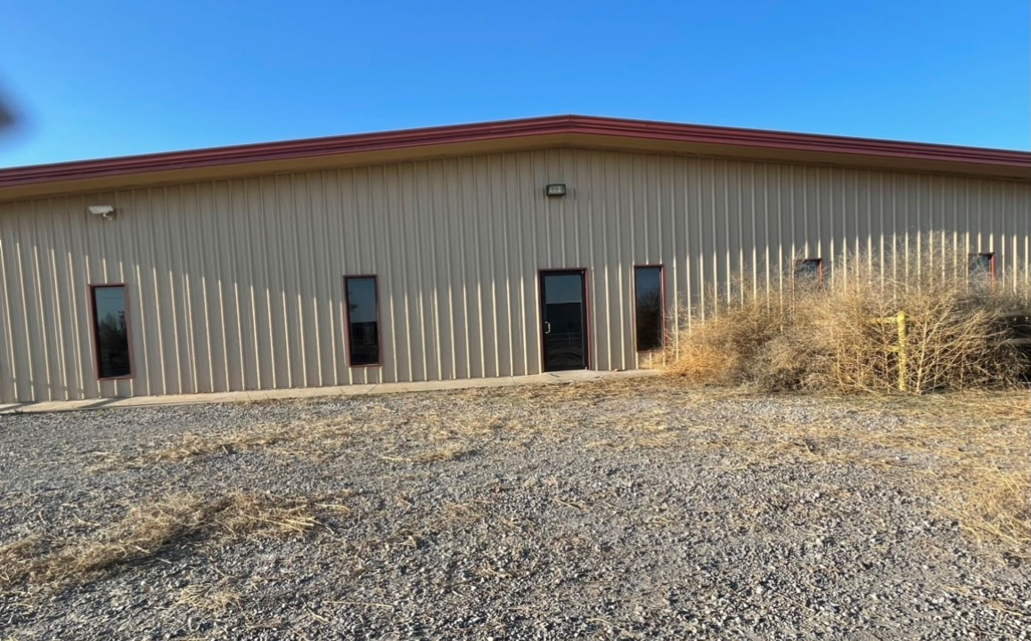 COMMERCIAL BUILDING ON ACREAGE IN WESTERN OKLAHOMA FOR SALE