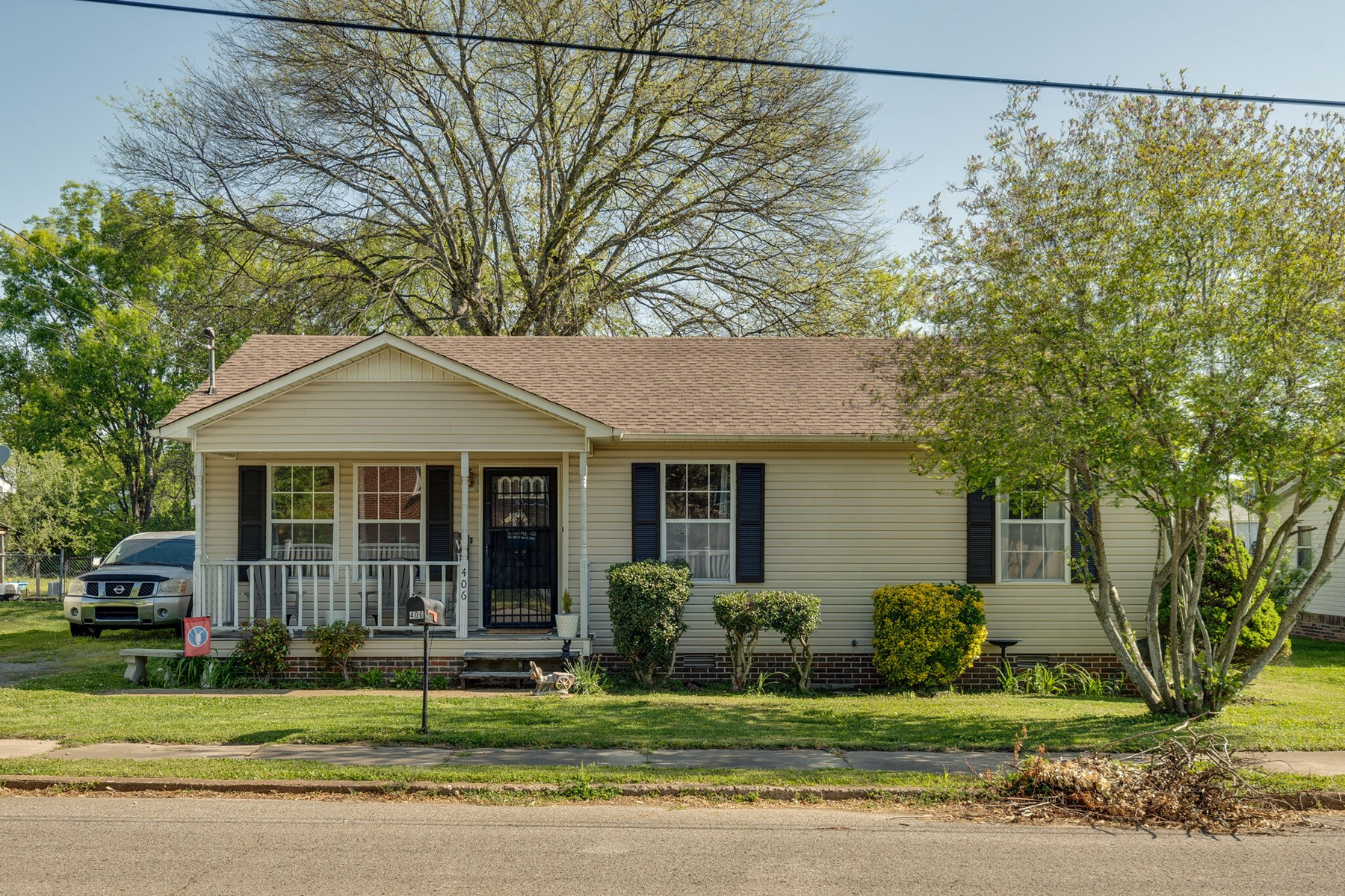 Home in Town for Sale in Mount Pleasant, Tennessee