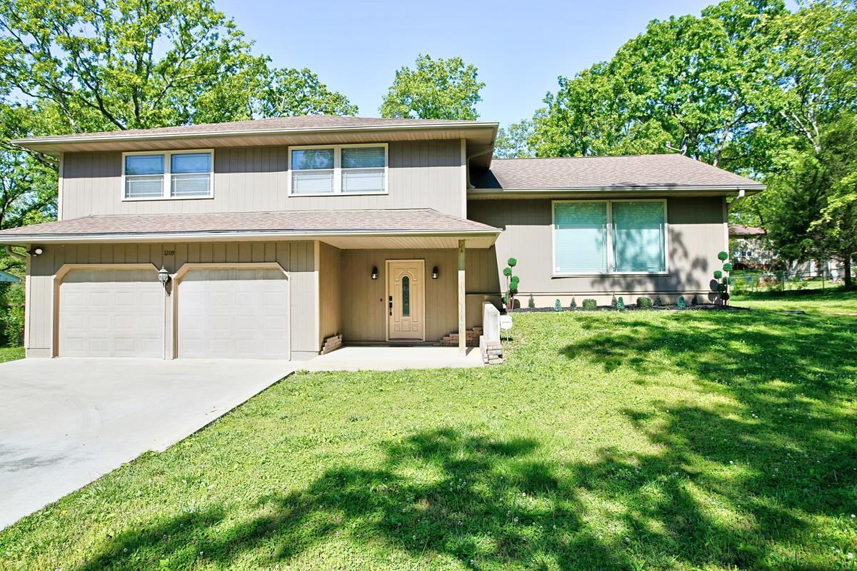 Beautiful Home in the Country Club Are of West Plains, MO!