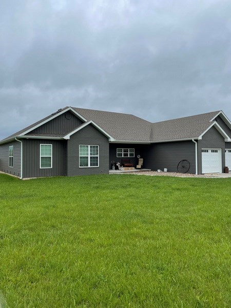 Country Home and Acreage For Sale in Bolivar, MO