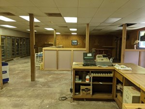 COMMERCIAL PROPERTY FOR SALE IN DECATURVILLE, TENNESSEE