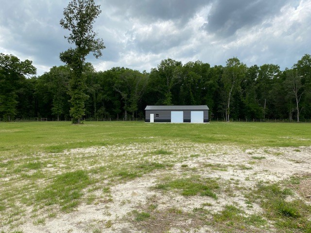 FORT WHITE, FL 4 ACRE LOT WITH OVERSIZED WORKSHOP AND POND
