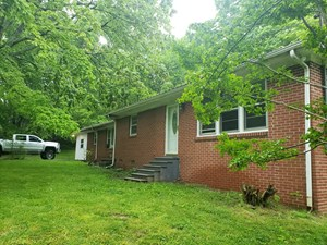 SPACIOUS HOME IN EAST HICKMAN