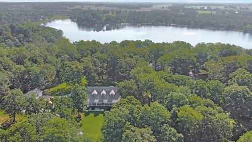 Beautiful Custom Home in Arrowhead Lakes!