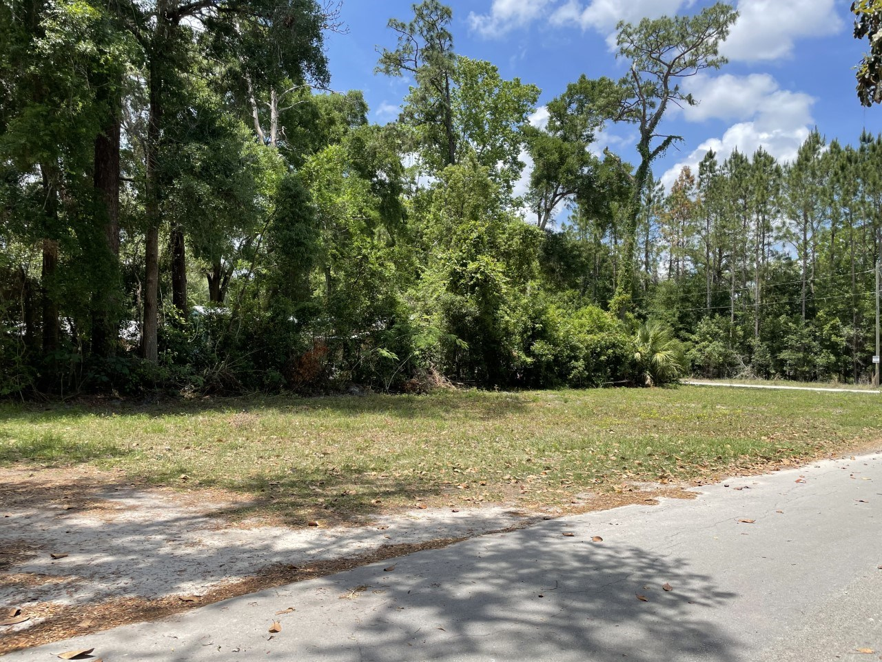BUILDABLE LOT IN THE HEART OF TOWN!