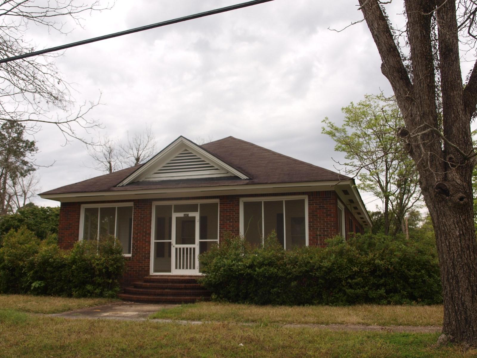 CHEAP HOUSING IN A QUAINT RURAL TOWN