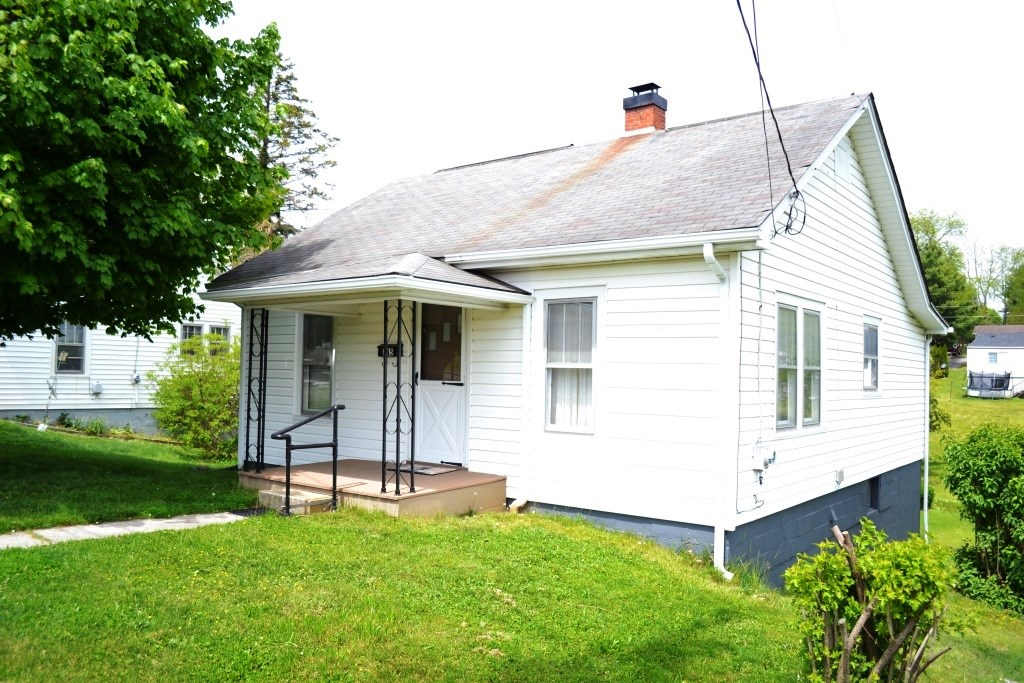 2 Bedroom 1 bath home in Wytheville, VA