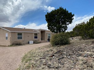 MOUNTAINAIR, NEW MEXICO COUNTRY HOME AND ACREAGE FOR SALE