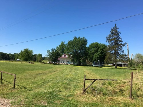 FARM OR RANCH OPPURTUNITY MINUTES FROM TOWN!