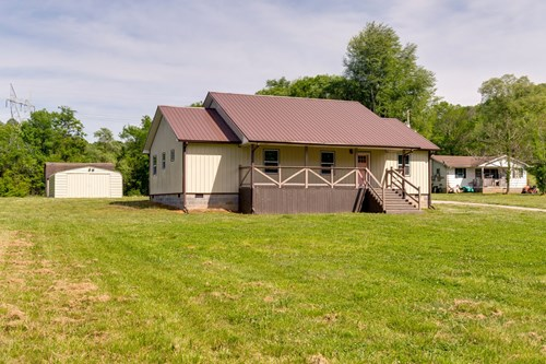 Country Home for Sale in Mount Pleasant, Tennessee