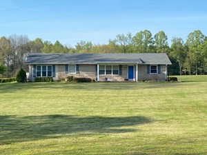 COUNTRY HOME ON 11.30 ACRES IN ALBANY, KENTUCKY